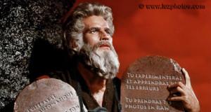 """Les dix commandements pour progresser en photo - Image détournée du film """"Les dix commandements"""" de Cecil B. DeMille"""