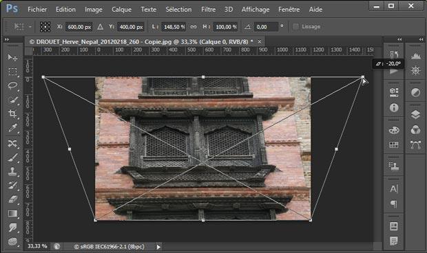 Redresser les perspectives avec Photoshop par le menu Edition - Transformation - Perspective : étirement d'une poignée d'angle