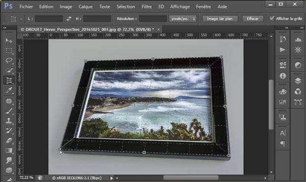 """Finalisation du positionnement de la grille pour redresser les perspectives sous Photoshop avec l'outil """"Correction de perspective par recadrage"""""""