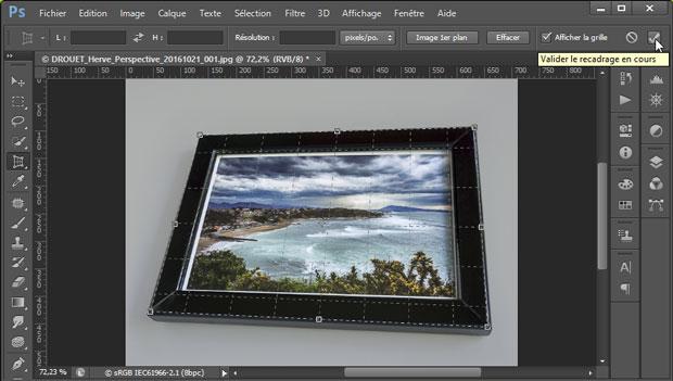 """Validation de la grille pour redresser les perspectives et recadrer l'image sous Photoshop avec l'outil """"Correction de perspective par recadrage"""""""