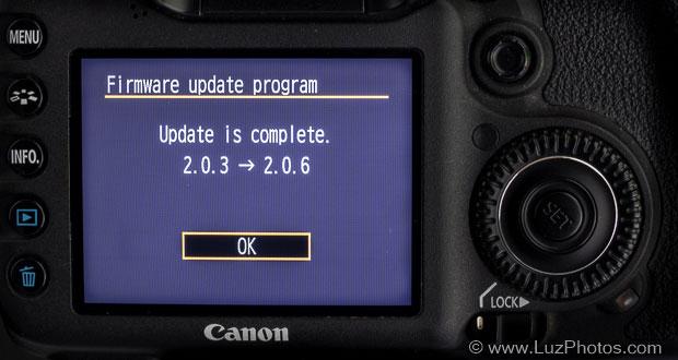 Ecran de confirmation de la fin de l'opération de mise à jour d'un firmware Canon
