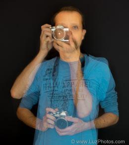 Exemple d'utilisation d'un trépied : autoportrait avec effets fantômes grâce à une pose longue