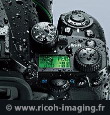 Photo en hiver : gouttes d'eau sur un appareil photo Pentax tropicalisé