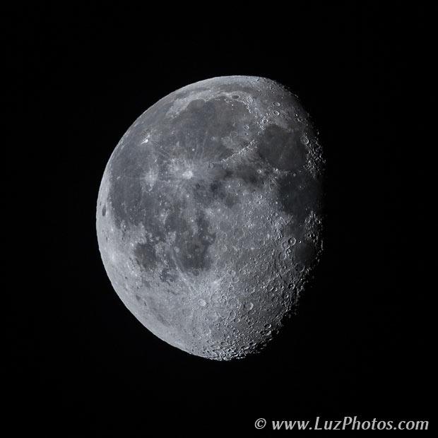 Photographier la lune seule - Lune gibbeuse décroissante (relief assez marqué)