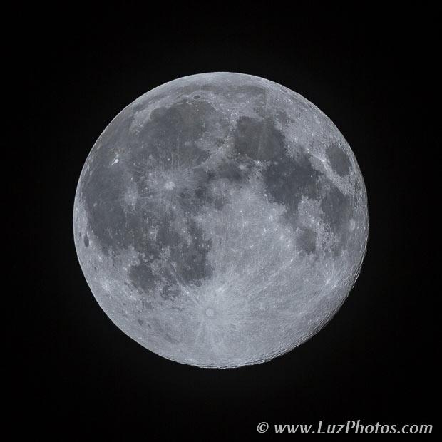 Photographier la lune seule - Pleine lune (relief peu marqué)
